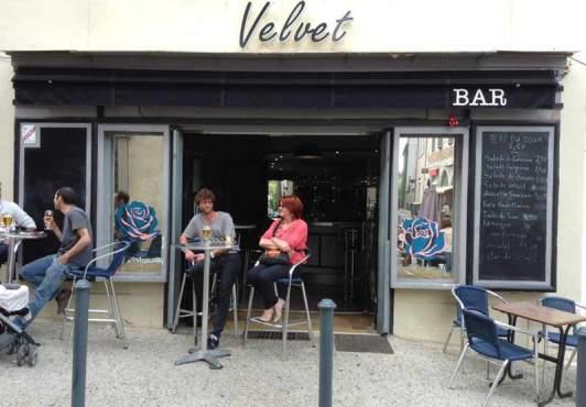 137; rue rue du Portail Alban Roses sur miroir pour Lolotte et Jean-Marie