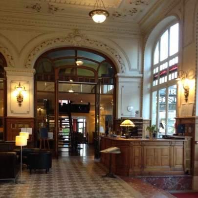 Le Hall de l'acceuil, bienveillant, charmant et élégant.