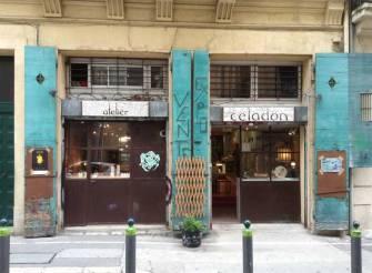 40 rue Ste Françoise, quartier du pannier. Des bijoux créer par Annie, Sibylle, Francine, Anna, Claudia, Isabelle, et Tehua. Bravo les filles.