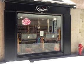 Place des 4 Fontaines Raphaele, la spécialiste des Ballerines made in France