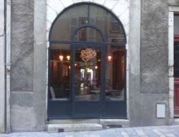 5, place Reine Marguerite. Mais à voir rue Jeanne d'Albret