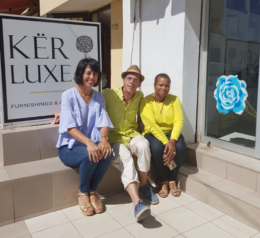 En bonne compagnie avec Sally Patu Toure et Eve Mbaye. Prés du rond point des Mamelles.