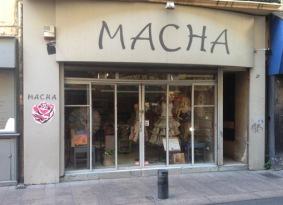 Étonnante, la boutique à Luana. Tout en papiers roulés. À voir si vous traînez rue des Augustins.